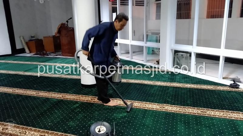 sedot karpet masjid