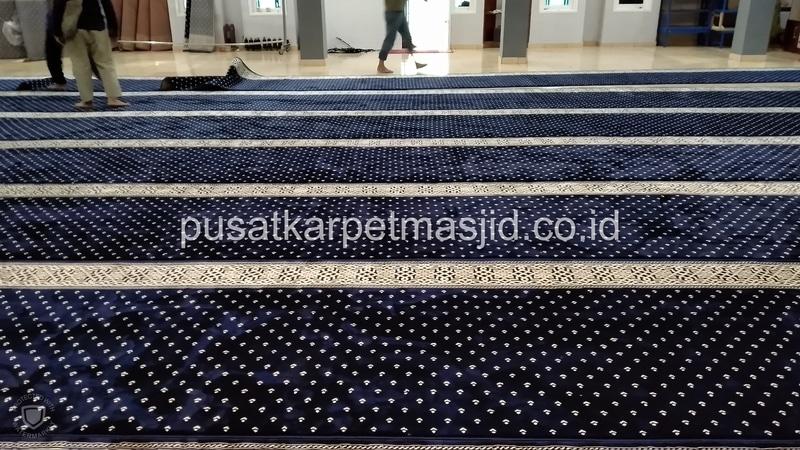 karpet masjid warna biru