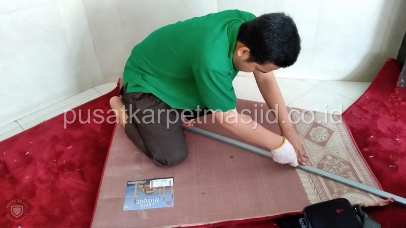 potong karpet masjid