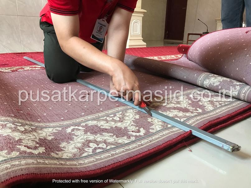 cara memotong karpet